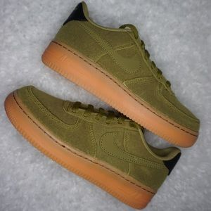 "Nike Air Force 1 Low ""Green Moss"""